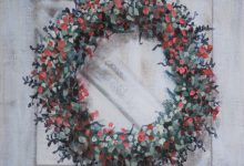 Dec 3: White Barn Wreath